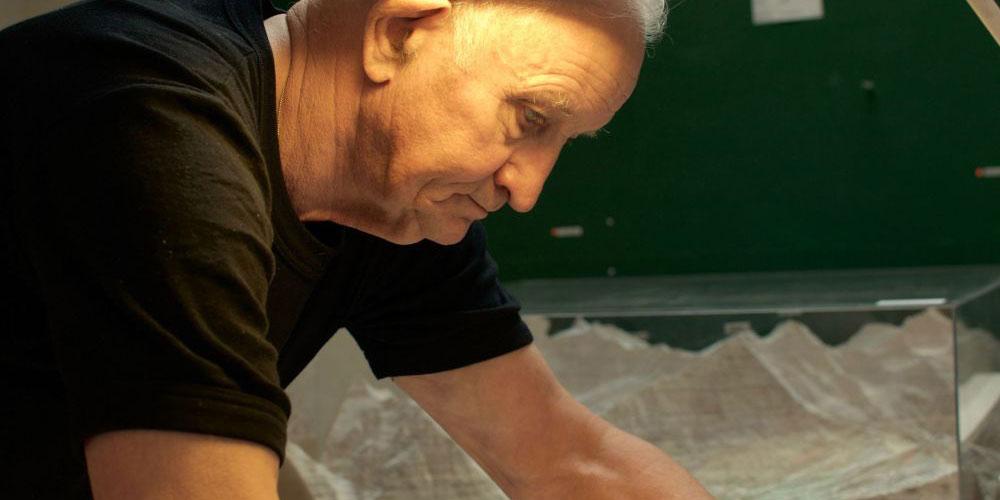 Ernst Schefer in seinem Atelier. Foto Markus Keller