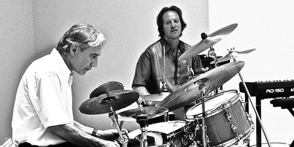 Robert Notter (Piano und Percussion) und Marco Käppeli (Schlagzeug und Perkussion) setzen ausgewählte Sammlungsobjekte des Naturmuseums und des Museums für Archäologie musikalisch in Szene